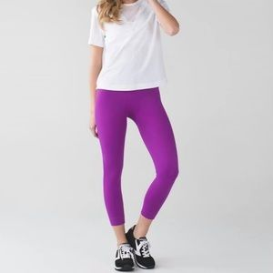 Lululemon high Rise Zone in Tights in the Colour Raspberry size 6